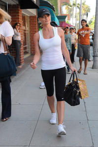 Jaime Pressly was out shopping in tight Spandex - April 28, 2011 x4