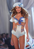 th_10330_fashiongallery_VSShow08_Show-433_122_2lo.jpg