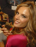 th_96552_fashiongallery_VSShow08_Backstage_AlessandraAmbrosio-07_122_502lo.jpg