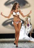 th_08810_fashiongallery_VSShow08_Show-274_122_69lo.jpg